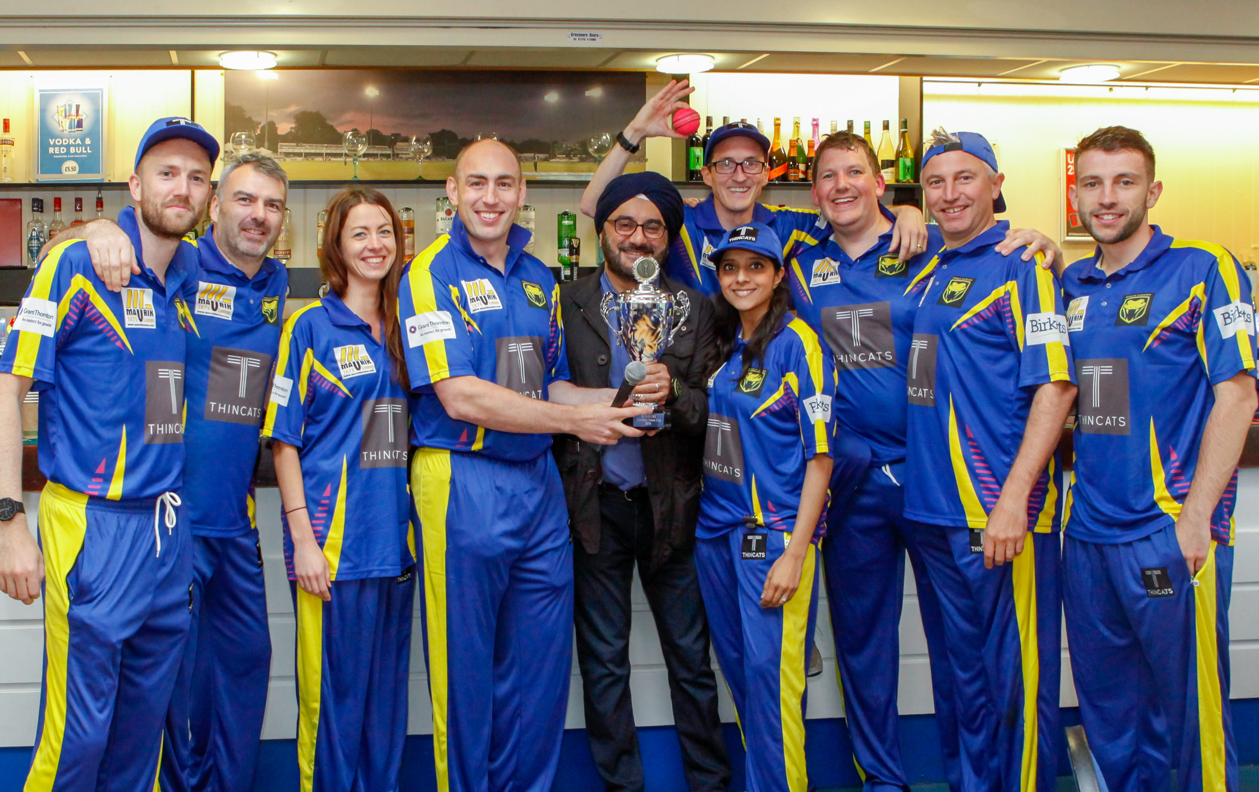 ThinCats MD, Ravi Anand presenting the Essex Vipers with the trophy